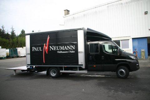 Zugfahrzeug des Weinhauses Neumann inklusive Weinausschankwagen Sabrina