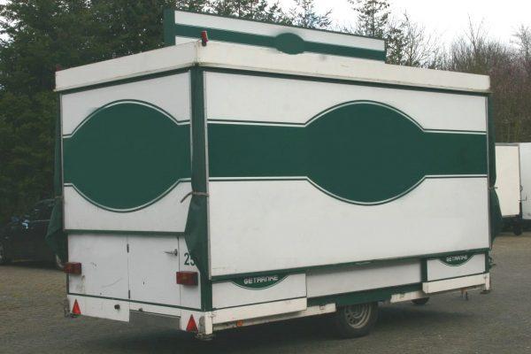 gebrauchter-ausschankwagen-geschlossen