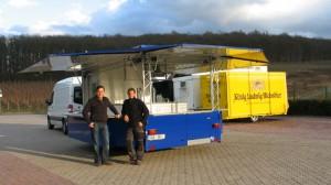 Getränke Huppertz mit Getränkeausschankwagen 4600 - 8 EK Moritz mit Traversen