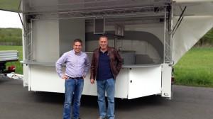 Getränkeausschankwagen für Gerolsteiner Brunnen - Michael Bonefas mit Herrn Rick (Leiter Messeteam)