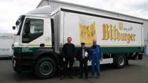 (Helmut Donath und Fahrer von Beckhäuser + Elsen mit Produktionsleiter Kurt Pazen bei der Übergabe)