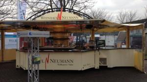 Weinausschankwagen Sabrina mit halbseitig installiertem Vorzelt auf den Agrartagen Rheinhessen 2015
