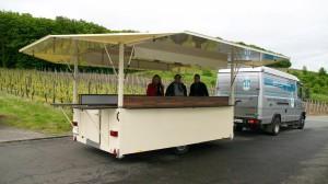 Weingut Münzenberger bei der Abholung der Weinverkaufswagens