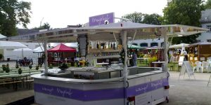 Weinverkaufsanhänger für Weingut Meyerhof