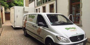 Mercedes Sprinter mit Schwenkwandaufbau für Getränke Visang, Seitenansicht