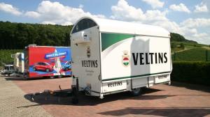 Ausschankwagen Shirin im Design der Veltins Brauerei