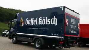Der Schwenkwandaufbau im Design der Gaffel-Kölsch Brauerei