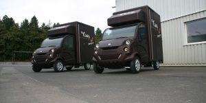 Zwei Freddy-Currywurstmobile nach der Endreinigung