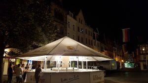 Zu jeder Tageszeit ein Highlight: Der Bierbrunnen von Bitburger.