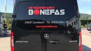 Der Mercedes-Benz Sprinter von Getränkemarkt Bonefas.