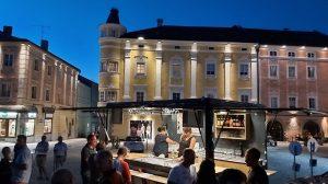Abendlicher Andrang am Wagen. (Foto: Stadt Freistadt)